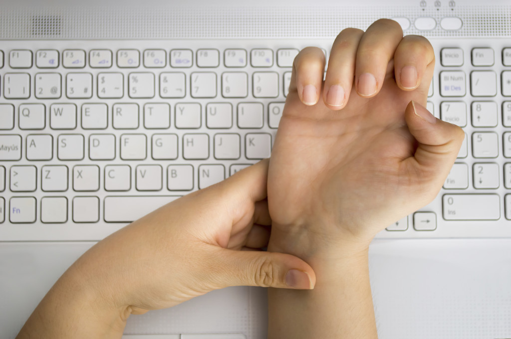 Carpal Tunnel Syndrome: Cause, Symptoms & Treatment | Comprehensive Pain Management Center